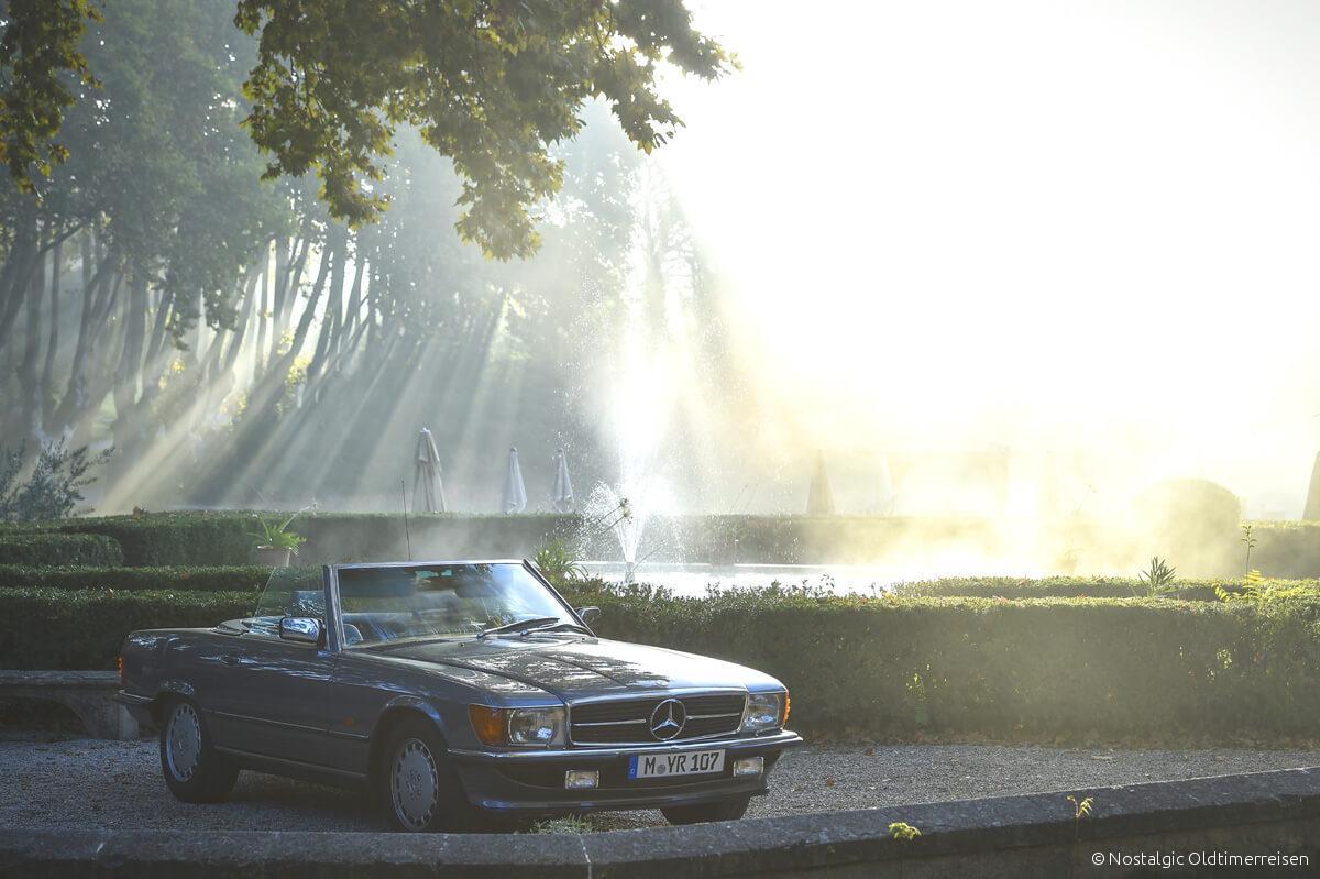Mercedes-Benz 300SL 300 SL W107 107 blau metallic blaumetallic Sonne Sun Park Provence | Nostalgic Oldtimerreisen
