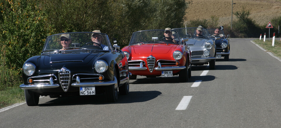 Zuschnitt 180 Alfa Romeo 2600 Giulietta Giulia Spider veloce rot red silber schwarz | Nostalgic Oldtimerreisen