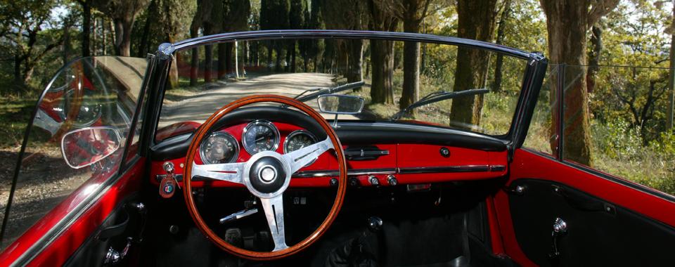 Alfa Romeo Giulia Spider veloce rot | Nostalgic Oldtimerreisen
