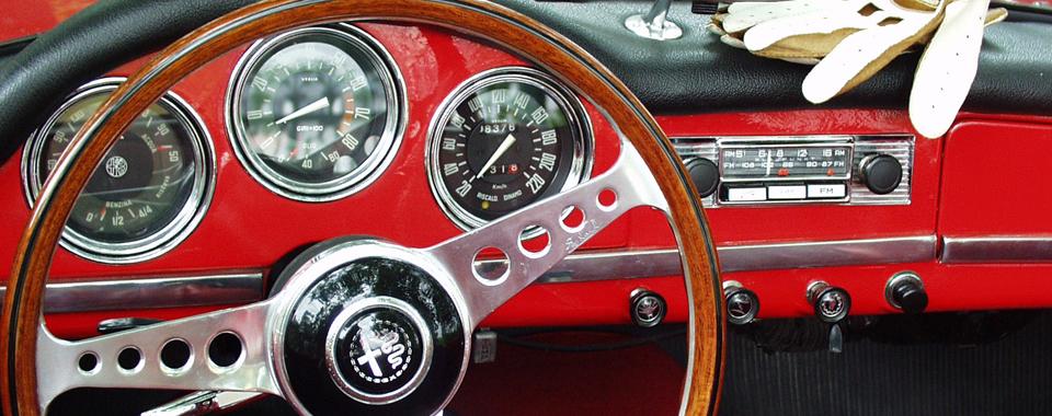 Alfa Romeo Giulia rot | Nostalgic Oldtimerreisen