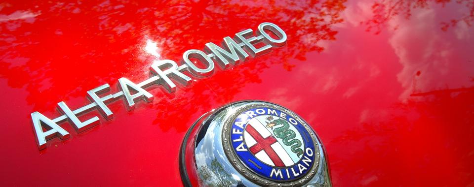 Alfa Romeo Giulia Spider rot | Nostalgic Oldtimerreisen