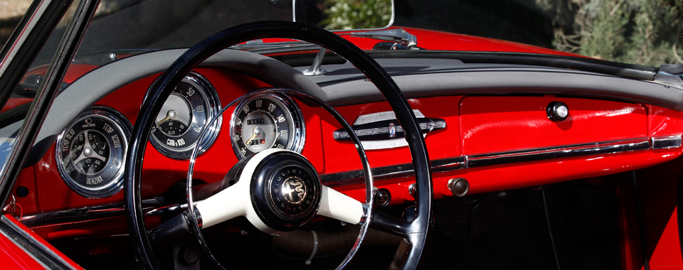 Alfa Giulietta Spider rot innen | Nostalgic Oldtimerreisen