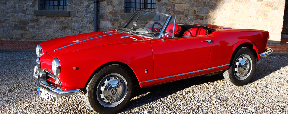 Alfa Giulietta Spider rot | Nostalgic Oldtimerreisen