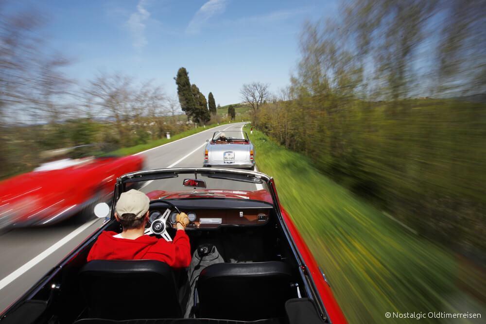 Alfa Romeo 2600 Giulia Spider silber silver rot red Toskana | Nostalgic Oldtimerreisen