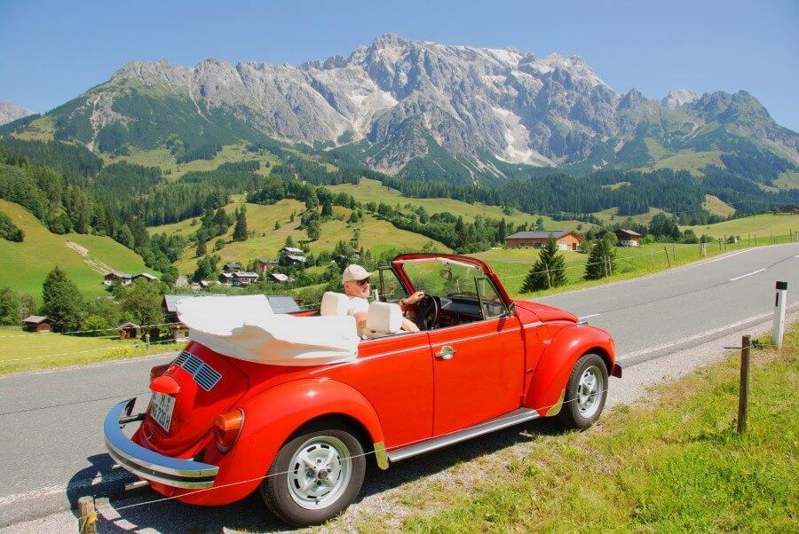Volkswagen VW Käfer Cabrio 1303 rot red Alpen Alps Berge | Nostalgic Oldtimerreisen