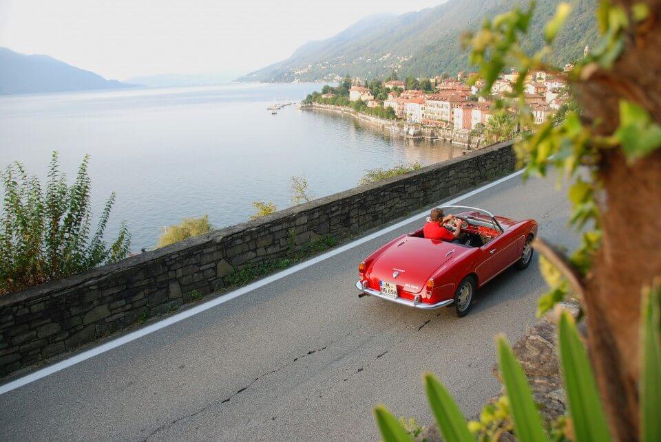 Lake Maggiore Lago Maggiore Alfa Romeo Giulia Spider Veloce rot | Nostalgic Oldtimerreisen