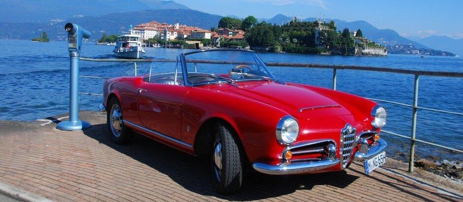 Isola Bella Stresa Lake Maggiore Lago Maggiore Alfa Romeo Giulia Spider Veloce rot | Nostalgic Oldtimerreisen
