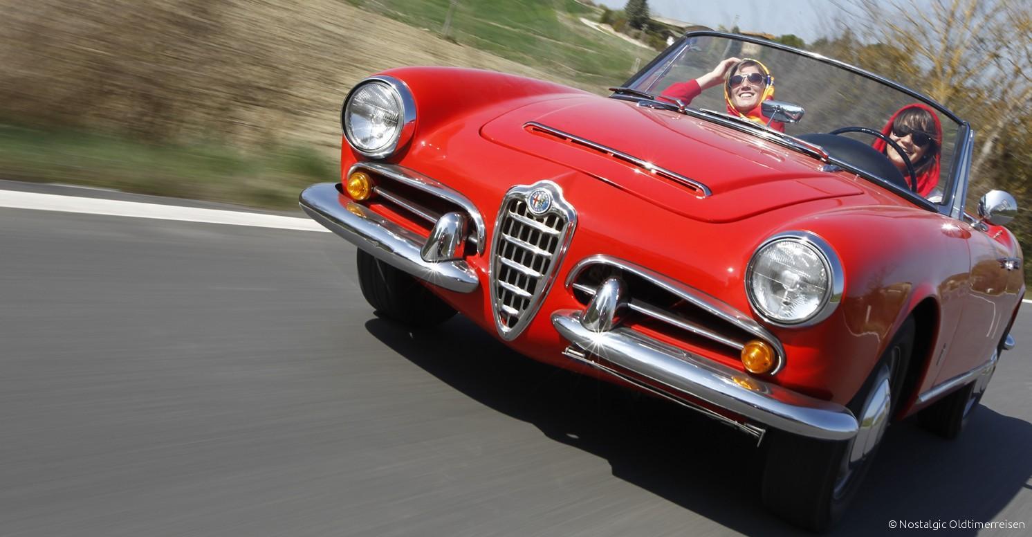 Alfa Romeo Giulia Spider rosso pininfarina veloce rot red Toskana | Nostalgic Oldtimerreisen