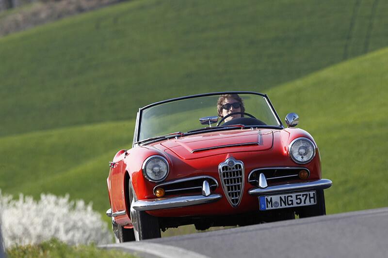 Alfa Romeo Giulia Spider veloce rot red Toskana | Nostalgic Oldtimerreisen
