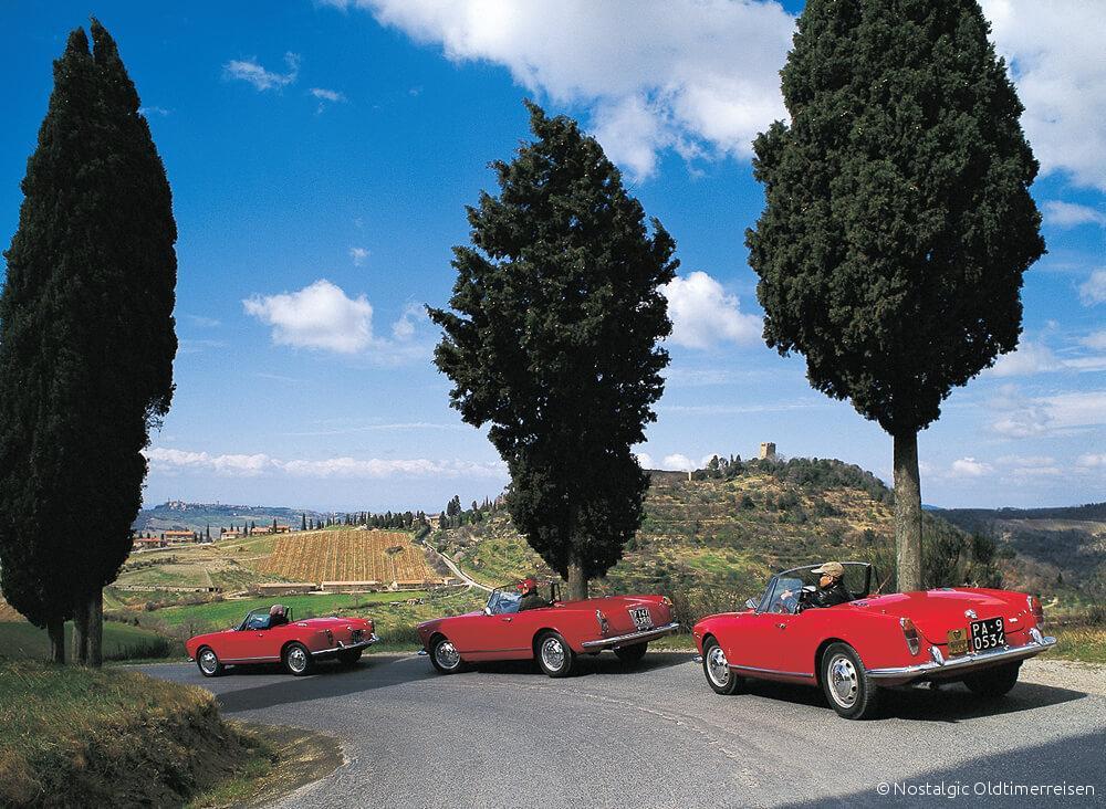 Alfa Romeo 2600 Giulietta Giulia Spider veloce rot red Toskana | Nostalgic Oldtimerreisen