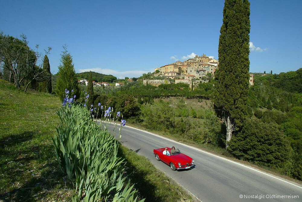Alfa Romeo 2600 Spider Toskana Zypresse Zypressen| Nostalgic Oldtimerreisen